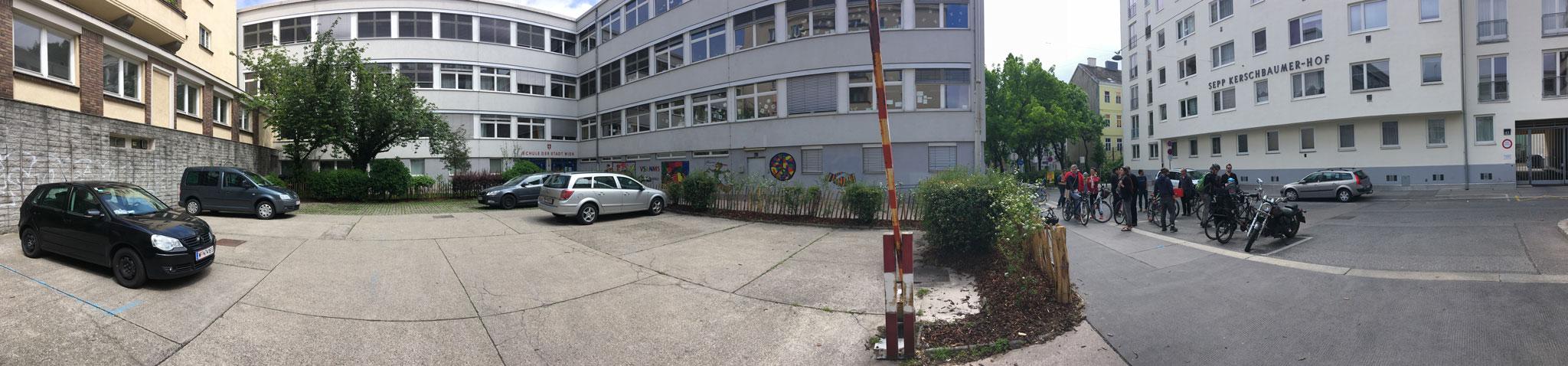 SmarterThanCar_kommraus_Vom-Parkplatz-zum-Lebensraum_pano