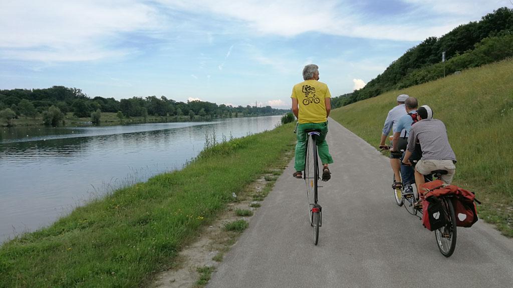 SmarterThanCar_rides_BicycleUrbanism_Hybride-Landschaften03